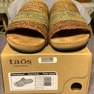 Taos sandals size US 9-9.5